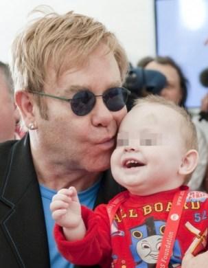 Elton John di nuovo padre