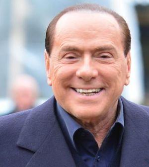 Foto di Silvio Berlusconi che parla di Sanremo 2013