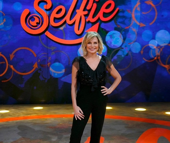 Selfie: ultima puntata per Simona Ventura fra Gemma e Alessia Macari!