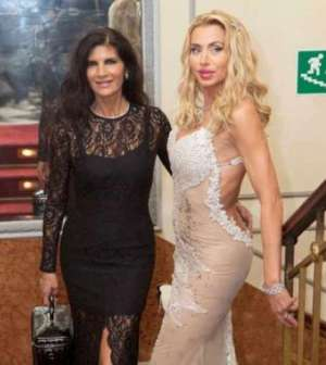 Valeria Marini e Pamela Prati insieme al Bagaglino. IL VIDEO