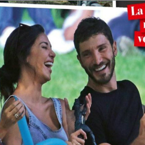 Belen Rodriguez e Stefano Di Martino, felicità con Santiago al parco