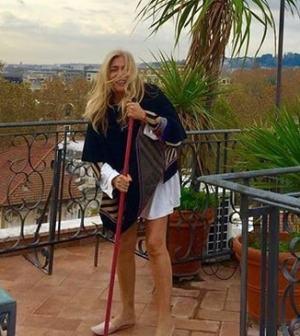 foto Mara Venier in terrazza