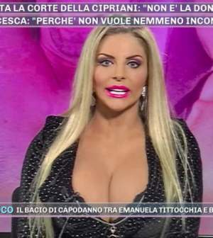 foto Francesca Cipriani pomeriggio 5 Walter Nudo maleducato