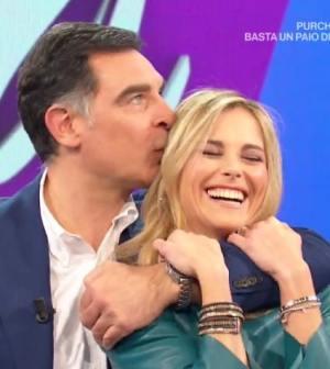 foto Tiberio Timperi bacia di nuovo Francesca Fialdini