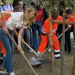"""Marco Liorni fa piantare l'albero di Italia Si: """"Facciamolo tutti!"""""""