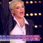 """Asia Argento sbotta a Live. Cruciani: """"Potevi dire di no alla violenza!"""""""