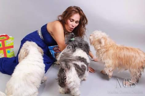 Maritza Guevara Sanchez con sus perros 2