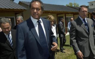 Scioli recorrió las casas en Melchor Romero.