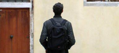ragazzo_di_spalle