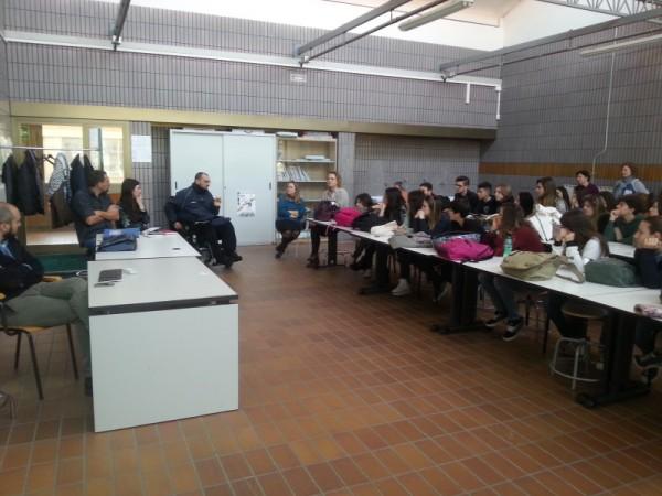 """Uno dei momenti dell'incontro di ieri con i ragazzi dell'Istituto statale d'arte """"Sacro Cuore"""" di Cerignola"""