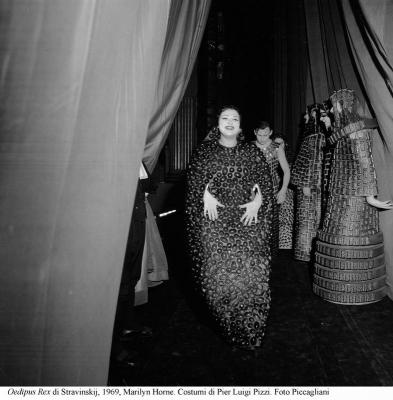 6-Oedipus Rex di Stravinskij, 1969, Horne. Costumi di Pizzi. Foto Piccagliani