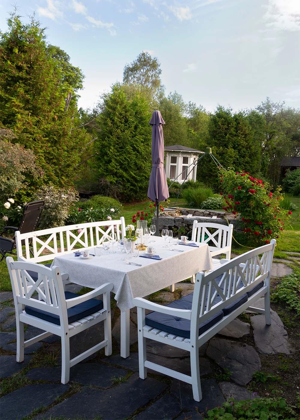Middag i trädgården på Länsmansgården Ådalen