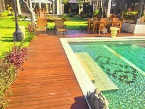 decking kayu untuk Tepi kolam berenang