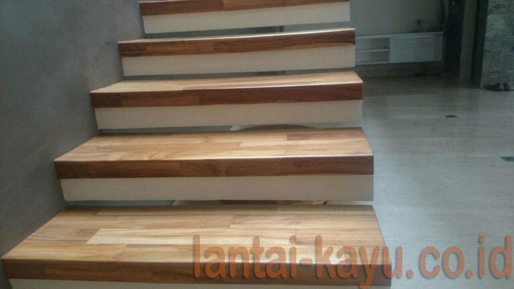 parket tangga kayu