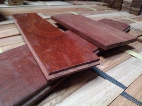 lantai kayu dengan T&G