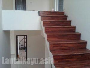 pemasangan lantai kayu merabau