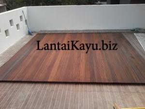 Pemasangan decking kayu grand wisata bekasi