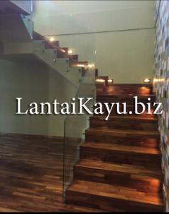 pemasangan lantai kayu jati di tangga