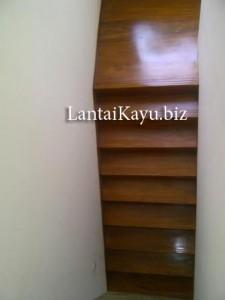 pemasangan tangga merbau