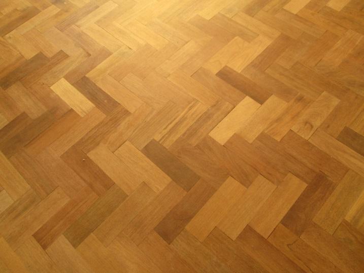 lantai kayu herringbone 2