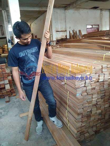 harga lantai kayu decking kayu bengkirai