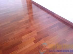 contoh pemasangan lantai kayu merbau