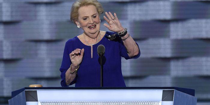 Madame Albright: Hillary è la donna giusta per sconfiggere Putin