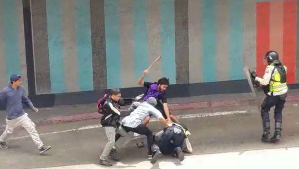 Venezuela, perché non vi indignate per queste foto brutali?