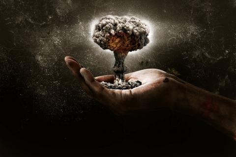 Conflitto Nucleare: Inganno o Minaccia Reale?