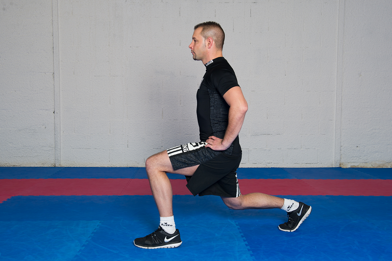 Alternate front lunges