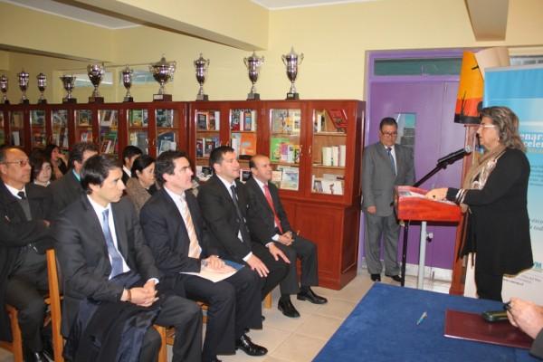Alcaldesa Virginia Reginato, firma convenio UCV 1
