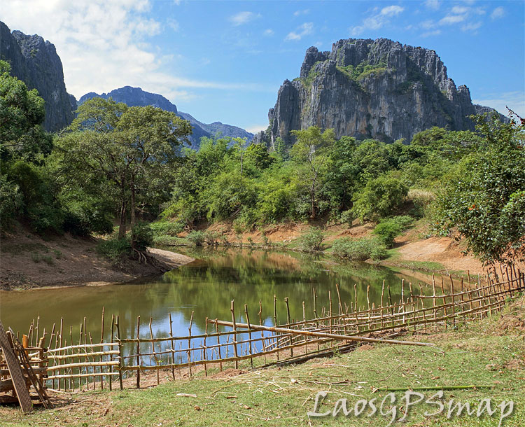 karst-river-fence