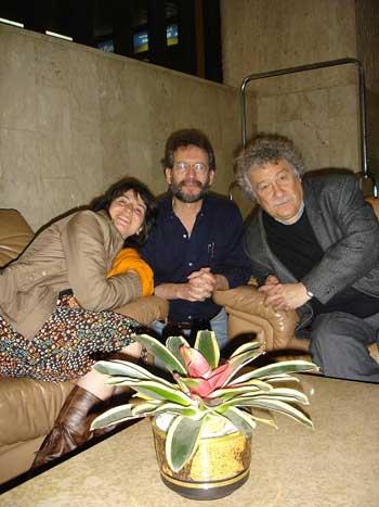 Santiago Mutis con Jineth y Juan Manuel Roca