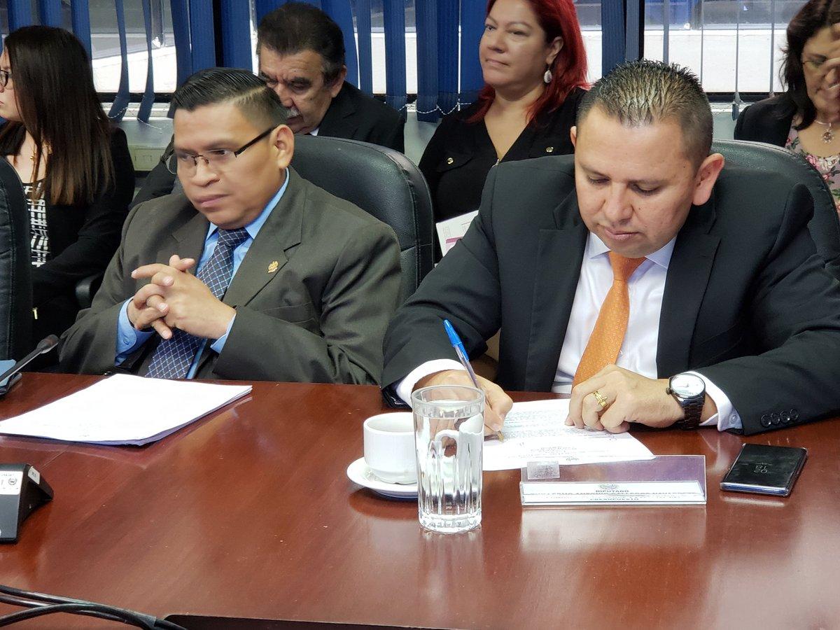 Bukele quiere construir escuelas con fondos del nuevo Parlamento de El Salvador