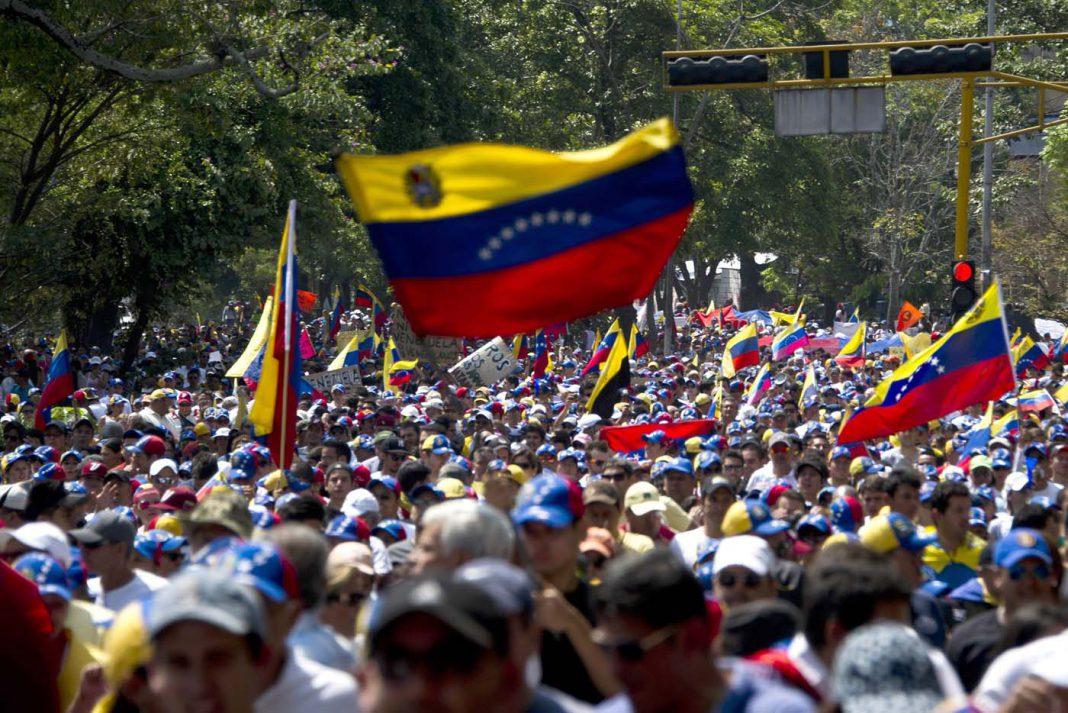 Senador Marco Rubio visita Cúcuta, mientras sigue llegando ayuda humanitaria para Venezuela