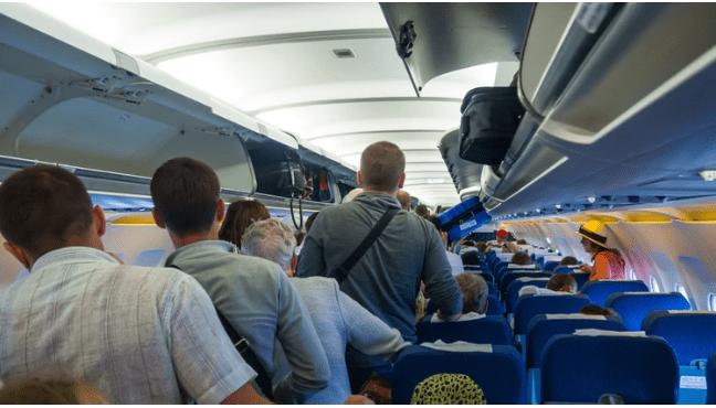 En Boston hospitalizan a 13 estudiantes que llegaron en vuelo de Miami