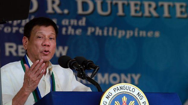 Presidente filipino dijo que fue gay y se curó con mujeres hermosas