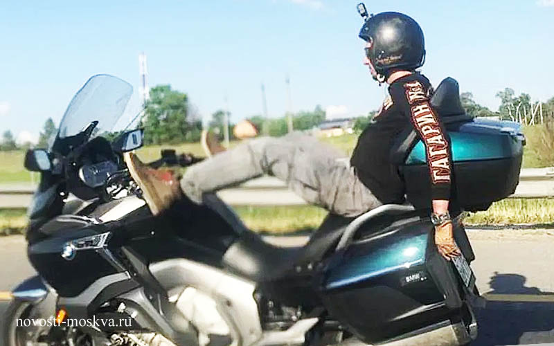 #Video Hombre conduce motocicleta con los pies y muere en accidente
