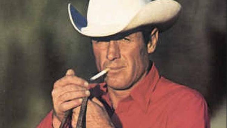 Muere a los 90 años Robert Norris, imagen de los cigarros Marlboro