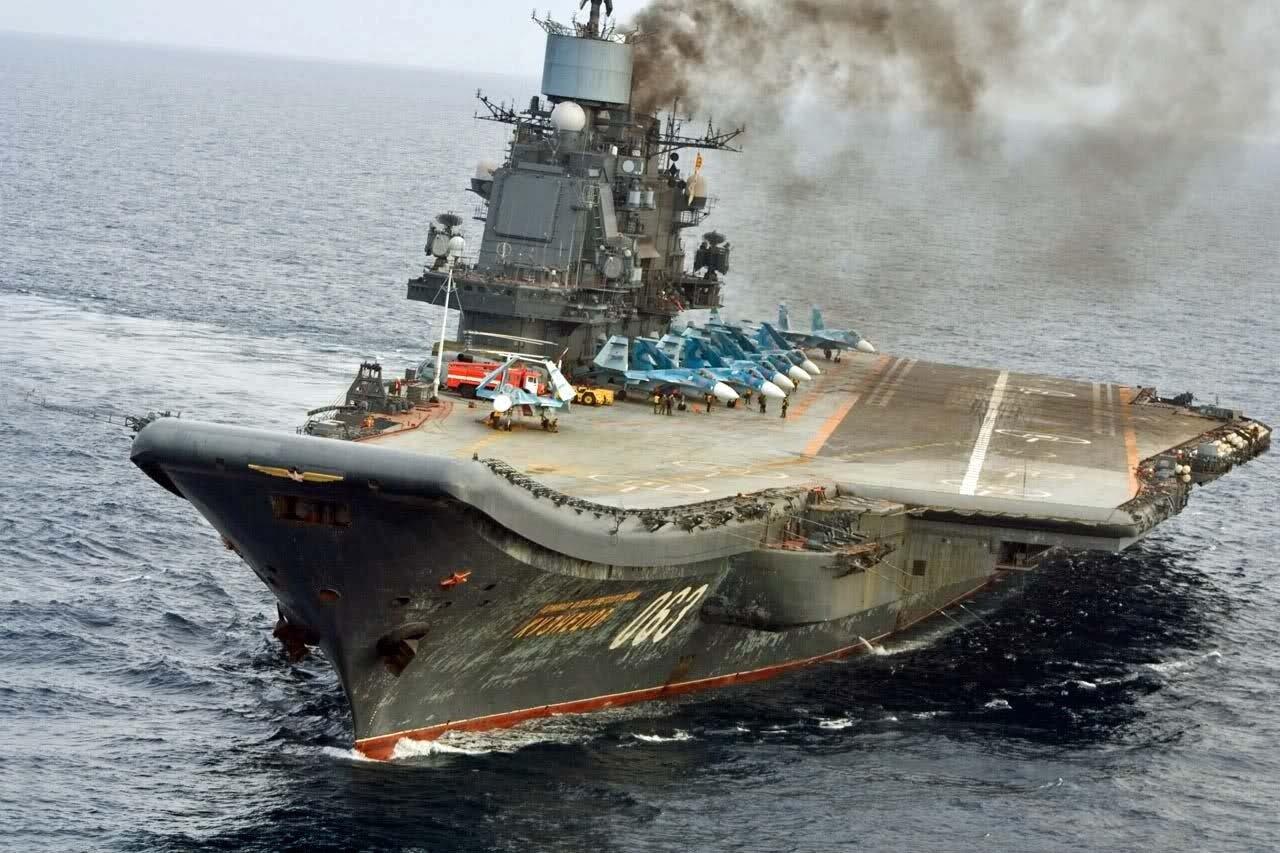 Rusia: incendio en portaaviones ruso deja una persona fallecida