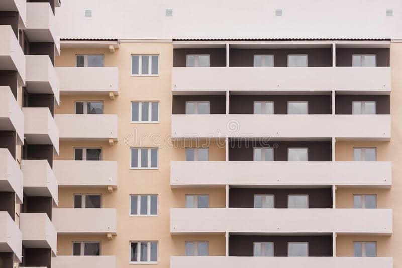 Mujer cae de noveno piso y se va caminando