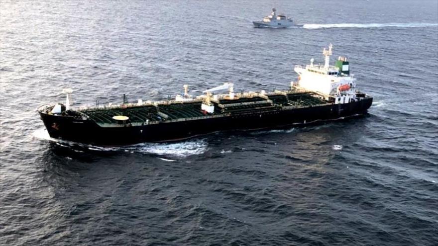 Tanquero con combustible de Irán entra a aguas de Venezuela