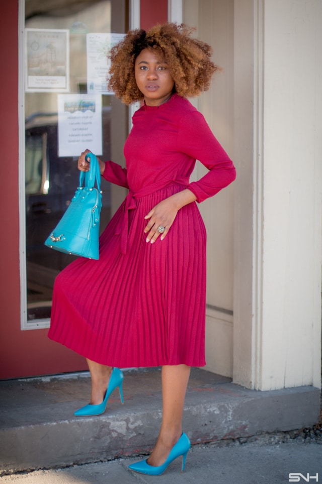 Heck yeah to this classy burgundy pleated dress outfit. pleated skirt outfit | pleated skirt | pleated maxi skirt | pleated dress | pleated midi skirt outfit | pleated | pleated dresses | pleated skirts | pleated maxi dress | long pleated dress
