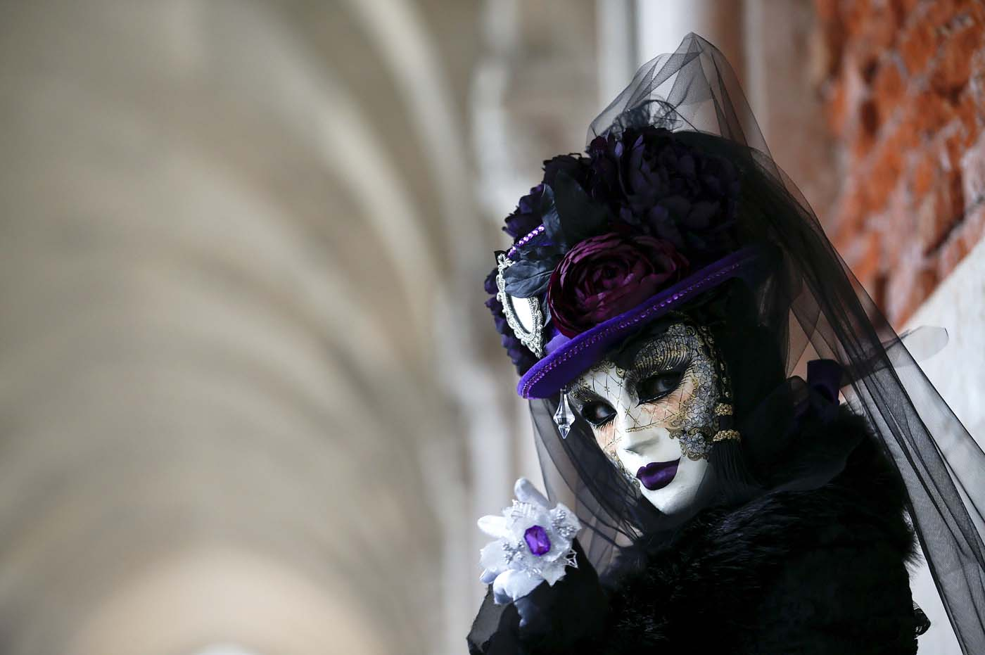 A masked reveller poses during the Venice Carnival, in Piazza San Marco January 30, 2016. REUTERS/Alessandro Bianchi