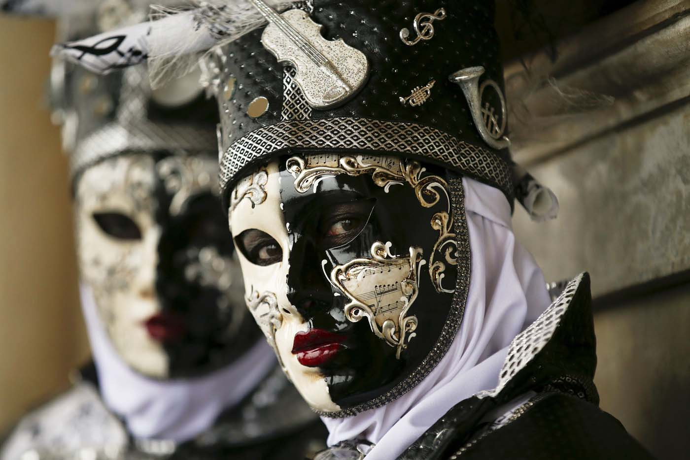 Masked revellers pose during the Venice Carnival, in Piazza San Marco January 30, 2016. REUTERS/Alessandro Bianchi