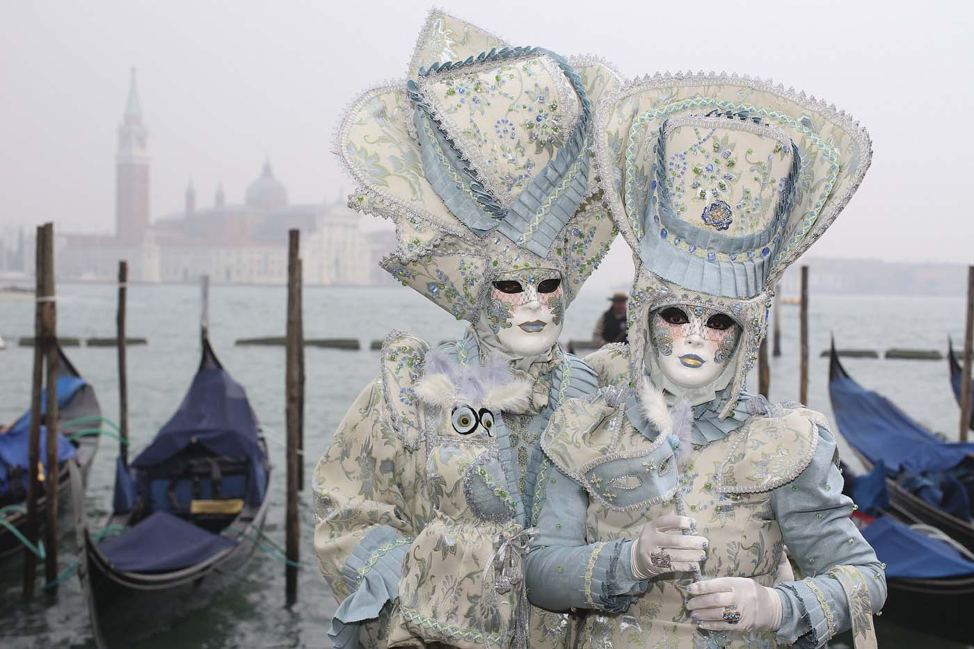 Masked revellers pose in San Marco Piazza during the Venice Carnival, January 30, 2016. REUTERS/Alessandro Bianchi