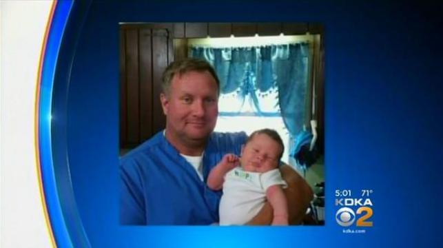 Jerry Hawk y su hijo. Tiene la custodia y la salud del pequeño dio un giro absoluto. Foto: Infobae