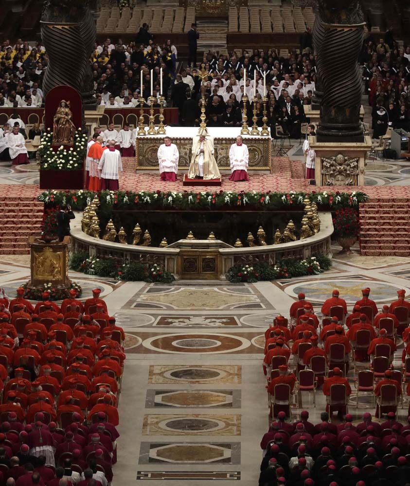 ALT109. Vatican City (Vatican City State (holy See)), 19/11/2016.- Pope Francis (C) during the Consistory ceremony at the St. Peter's Basilica in Vatican, 19 November 2016. Pope Francis has named 17 new cardinals, 13 of them under age 80 and thus eligible to vote in a conclave to elect his successor. (Papa) EFE/EPA/GREGORIO BORGIA/POOL POOL PHOTO
