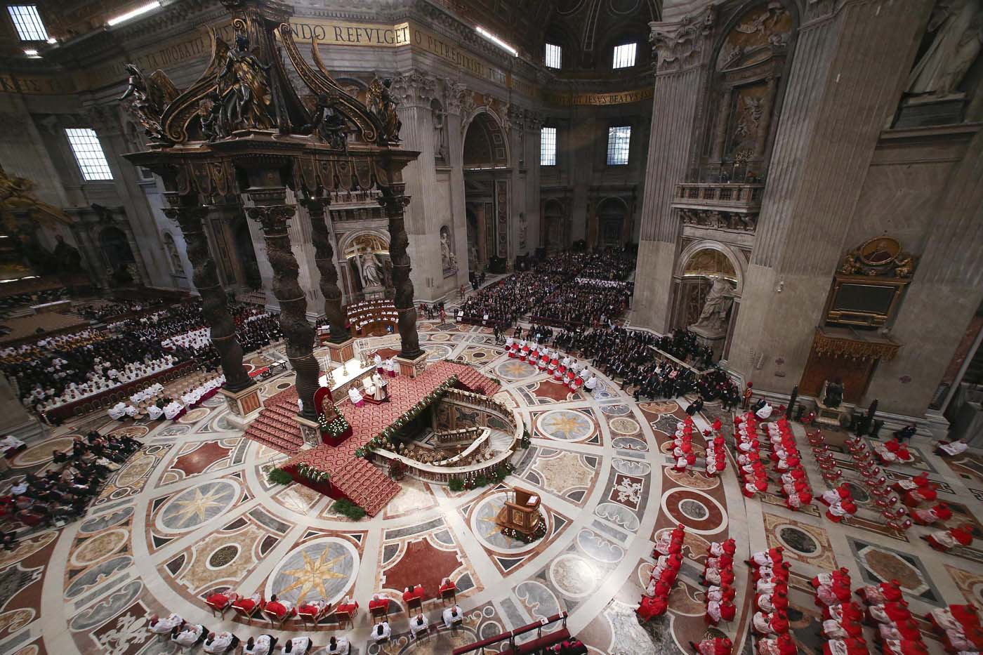 ALT109. Vatican City (Vatican City State (holy See)), 19/11/2016.- Pope Francis (C) speaks during the Consistory ceremony at the St. Peter's Basilica in Vatican, 19 November 2016. Pope Francis has named 17 new cardinals, 13 of them under age 80 and thus eligible to vote in a conclave to elect his successor. (Papa) EFE/EPA/STEFANO RELLANDINI/POOL