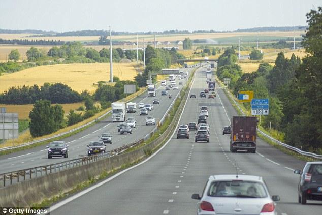 En esta autopista fueron atracadas las mujeres (foto Daily Mail)